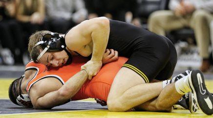 spencer-lee-iowa-wrestling